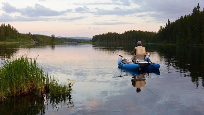 Helt fishing slow river 800 400